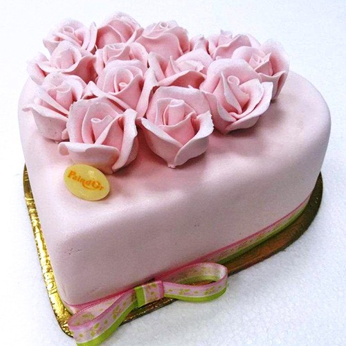 4f563723775 Send Heart Flower Cake On Mother s Day To Lebanon